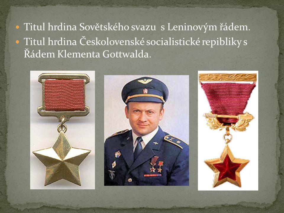 Titul hrdina Sovětského svazu s Leninovým řádem.
