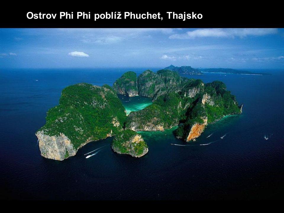 Ostrov Phi Phi poblíž Phuchet, Thajsko