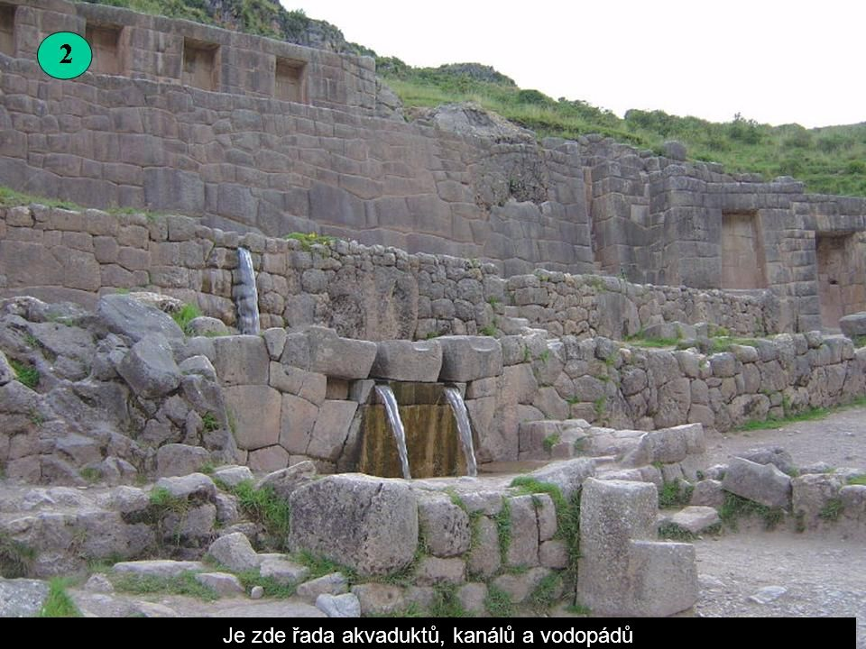 Je zde řada akvaduktů, kanálů a vodopádů