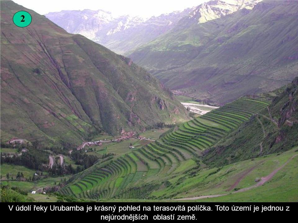 V údolí řeky Urubamba je krásný pohled na terasovitá políčka