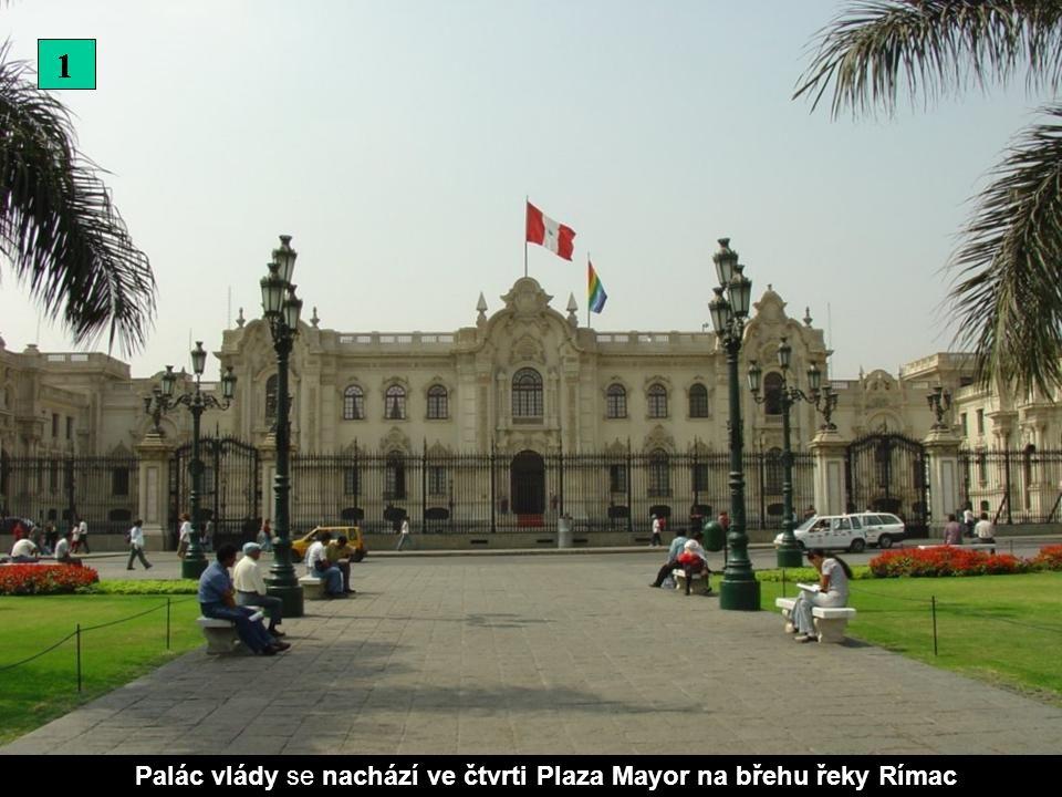 Palác vlády se nachází ve čtvrti Plaza Mayor na břehu řeky Rímac