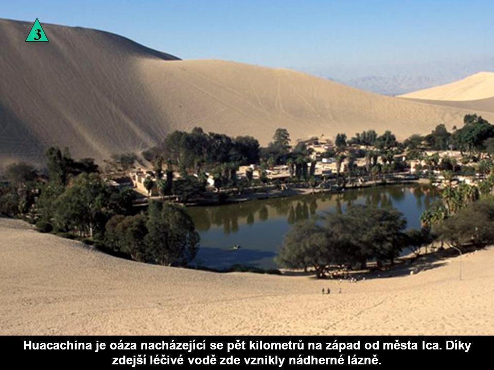 Huacachina je oáza nacházející se pět kilometrů na západ od města Ica