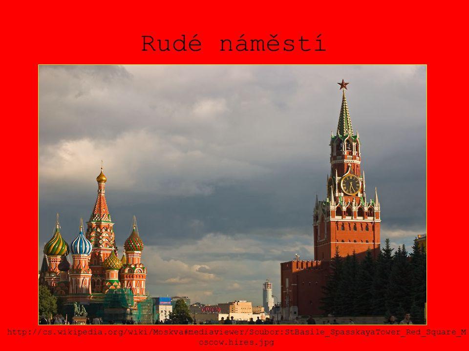 Rudé náměstí http://cs.wikipedia.org/wiki/Moskva#mediaviewer/Soubor:StBasile_SpasskayaTower_Red_Square_Moscow.hires.jpg.