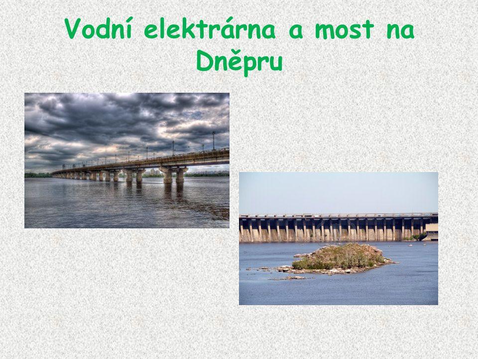 Vodní elektrárna a most na Dněpru