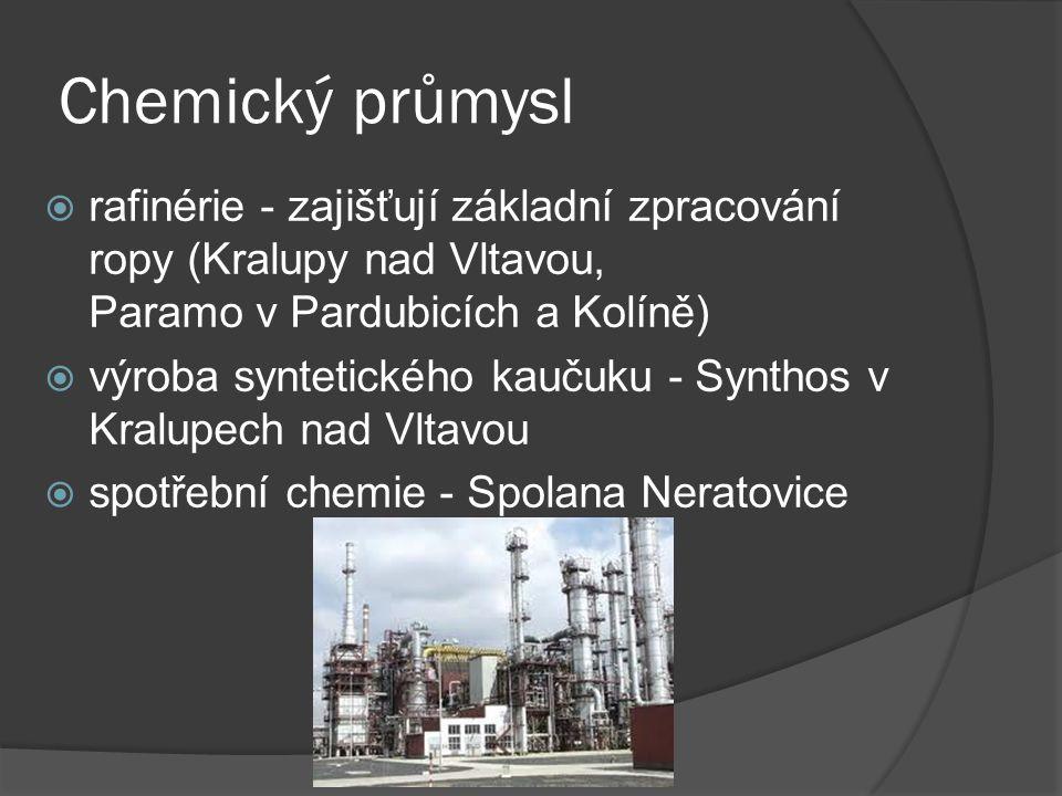 Chemický průmysl rafinérie - zajišťují základní zpracování ropy (Kralupy nad Vltavou, Paramo v Pardubicích a Kolíně)