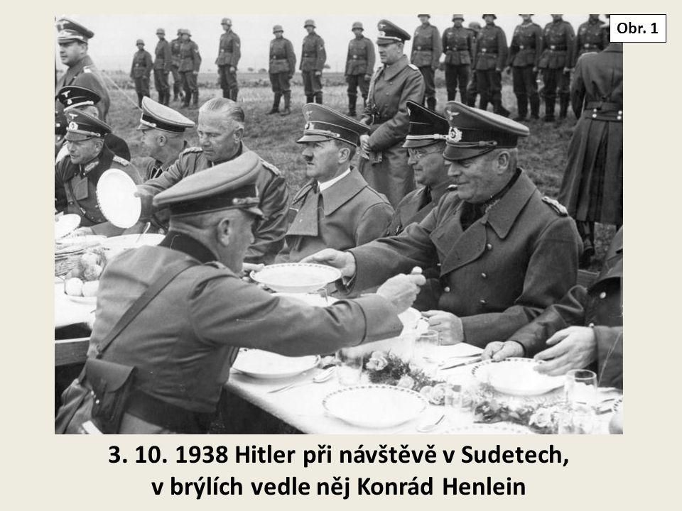Obr. 1 3. 10. 1938 Hitler při návštěvě v Sudetech, v brýlích vedle něj Konrád Henlein