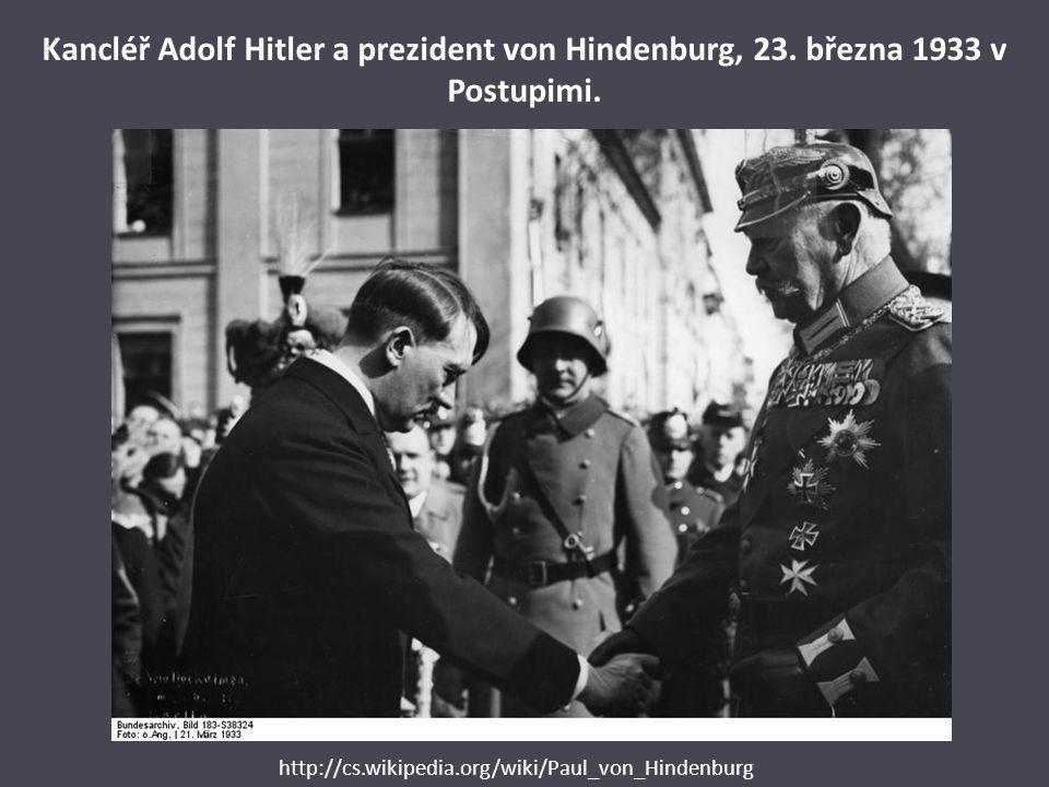 Kancléř Adolf Hitler a prezident von Hindenburg, 23