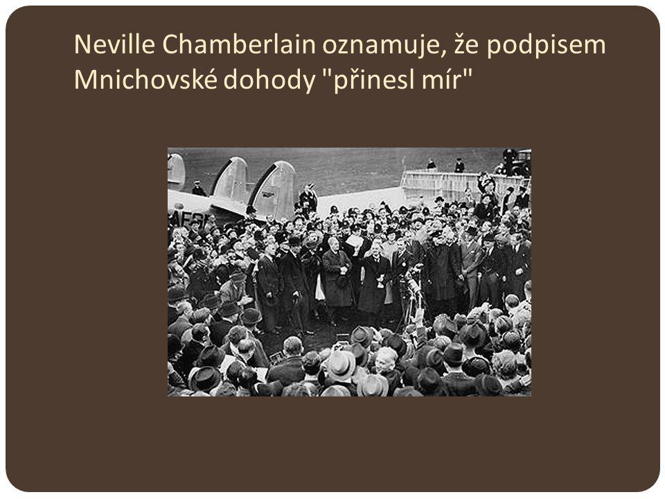 Neville Chamberlain oznamuje, že podpisem Mnichovské dohody přinesl mír