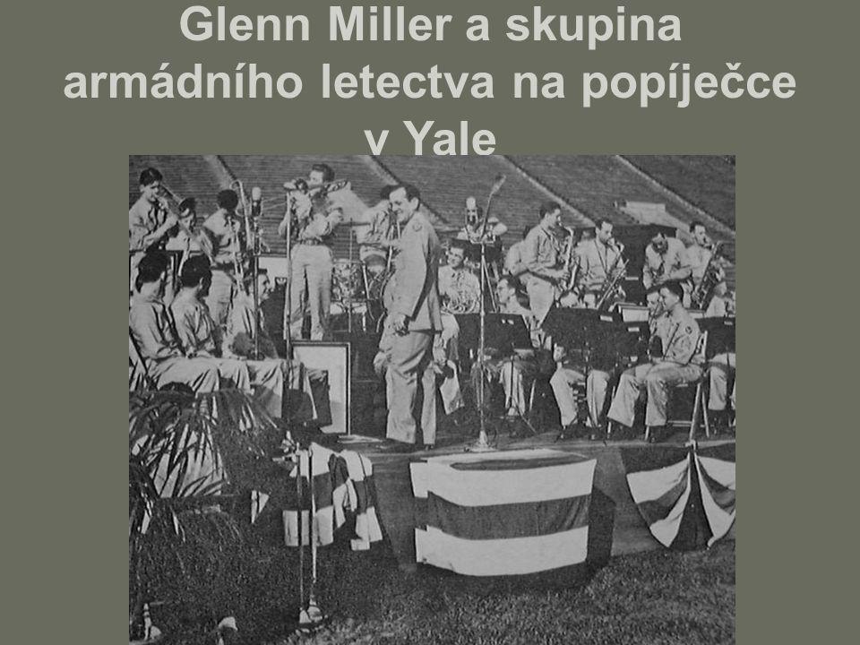 Glenn Miller a skupina armádního letectva na popíječce v Yale