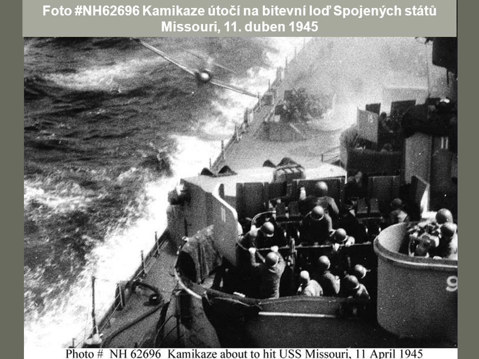 Foto #NH62696 Kamikaze útočí na bitevní loď Spojených států Missouri, 11. duben 1945