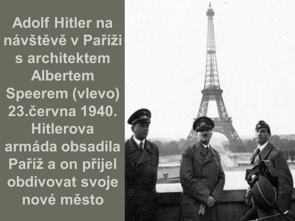Adolf Hitler na návštěvě v Paříži s architektem Albertem Speerem (vlevo) 23.června 1940. Hitlerova armáda obsadila Paříž a on přijel obdivovat svoje nové město