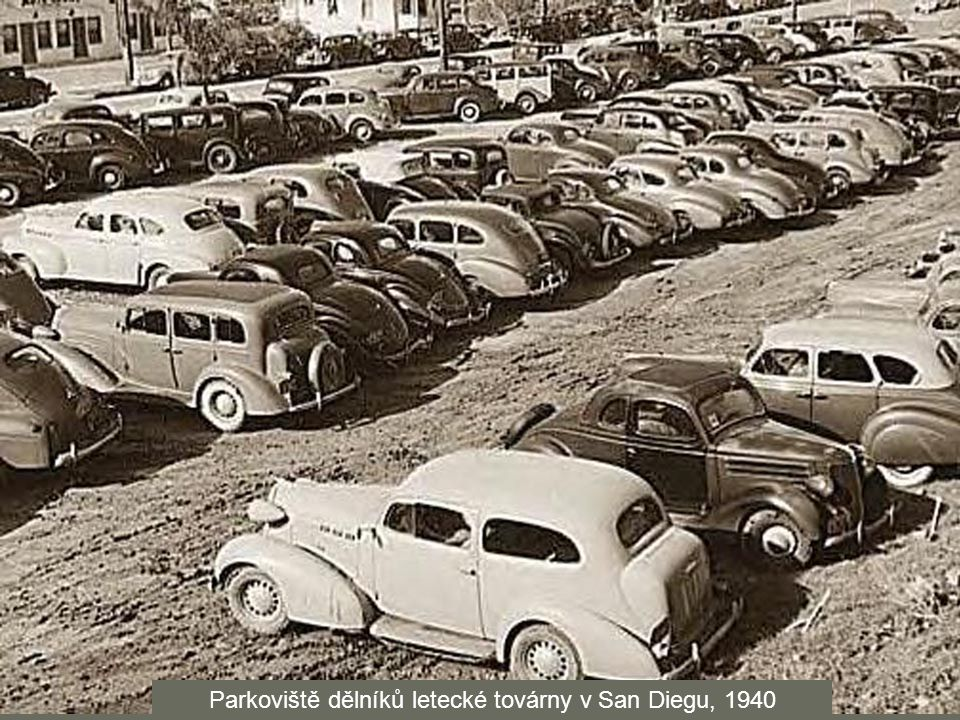 Parkoviště dělníků letecké továrny v San Diegu, 1940