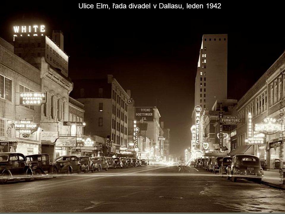 Ulice Elm, řada divadel v Dallasu, leden 1942