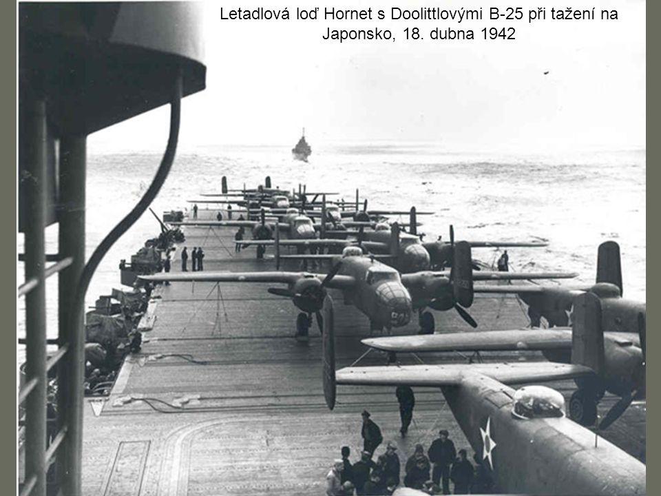Letadlová loď Hornet s Doolittlovými B-25 při tažení na Japonsko, 18