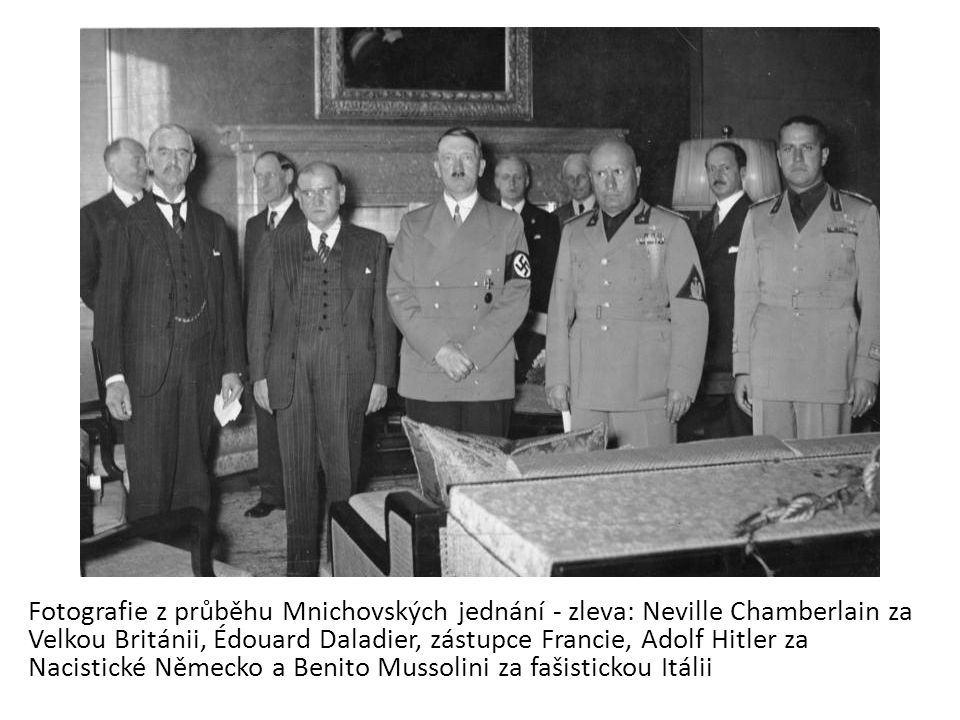 Fotografie z průběhu Mnichovských jednání - zleva: Neville Chamberlain za Velkou Británii, Édouard Daladier, zástupce Francie, Adolf Hitler za Nacistické Německo a Benito Mussolini za fašistickou Itálii