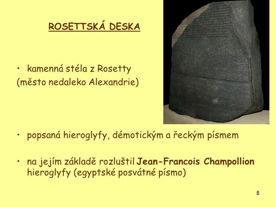 ROSETTSKÁ DESKA kamenná stéla z Rosetty. (město nedaleko Alexandrie) popsaná hieroglyfy, démotickým a řeckým písmem.
