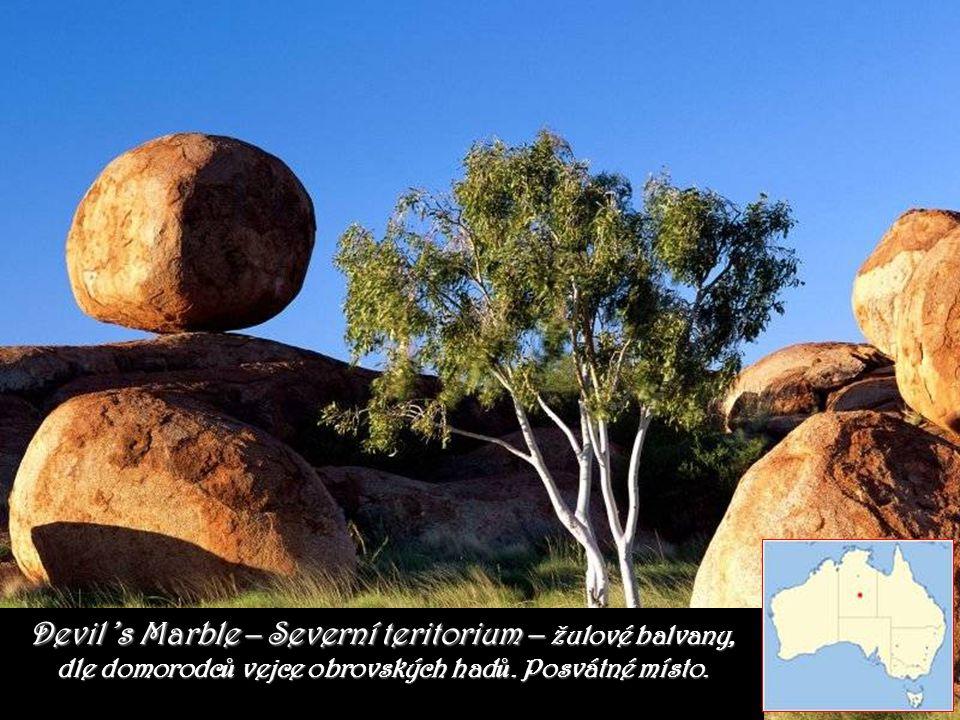 Devil 's Marble – Severní teritorium – žulové balvany, dle domorodců vejce obrovských hadů.