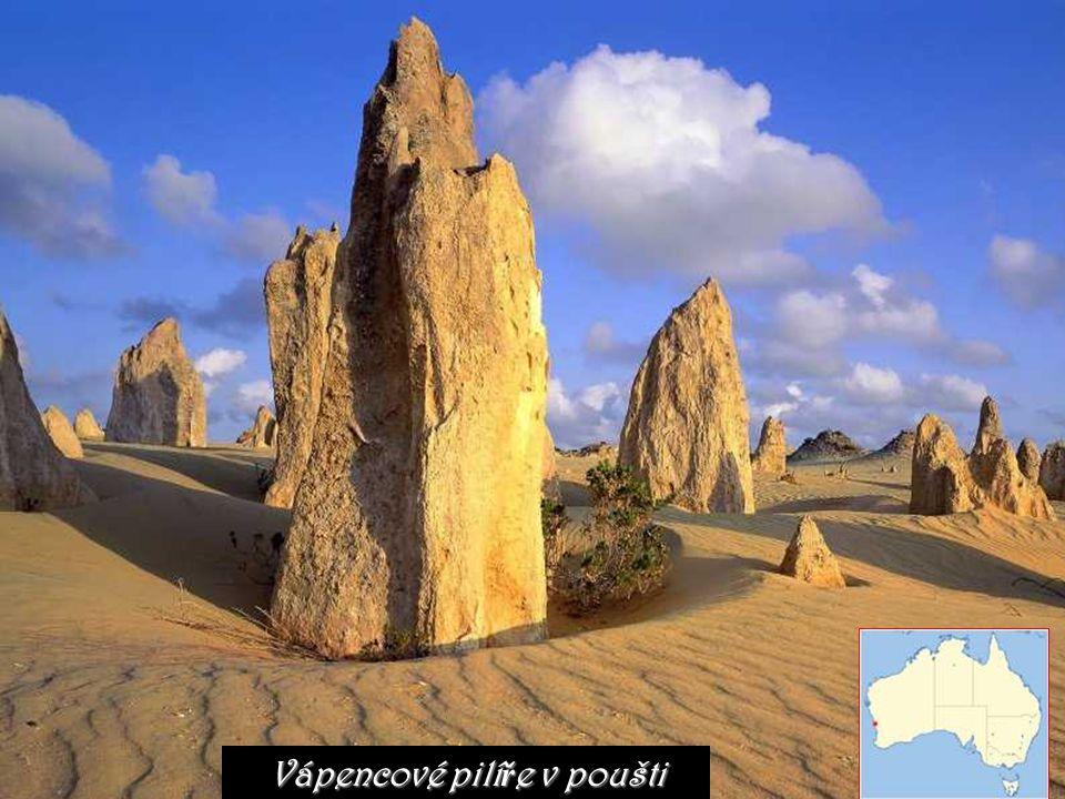 Vápencové pilíře v poušti