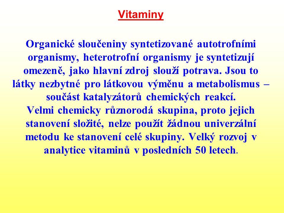 Vitaminy Organické sloučeniny syntetizované autotrofními organismy, heterotrofní organismy je syntetizují omezeně, jako hlavní zdroj slouží potrava.