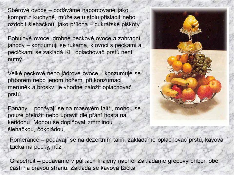 Sběrové ovoce – podáváme naporcované jako kompot z kuchyně, může se u stolu přisladit nebo ozdobit šlehačkou, jako příloha – cukrářské piškoty