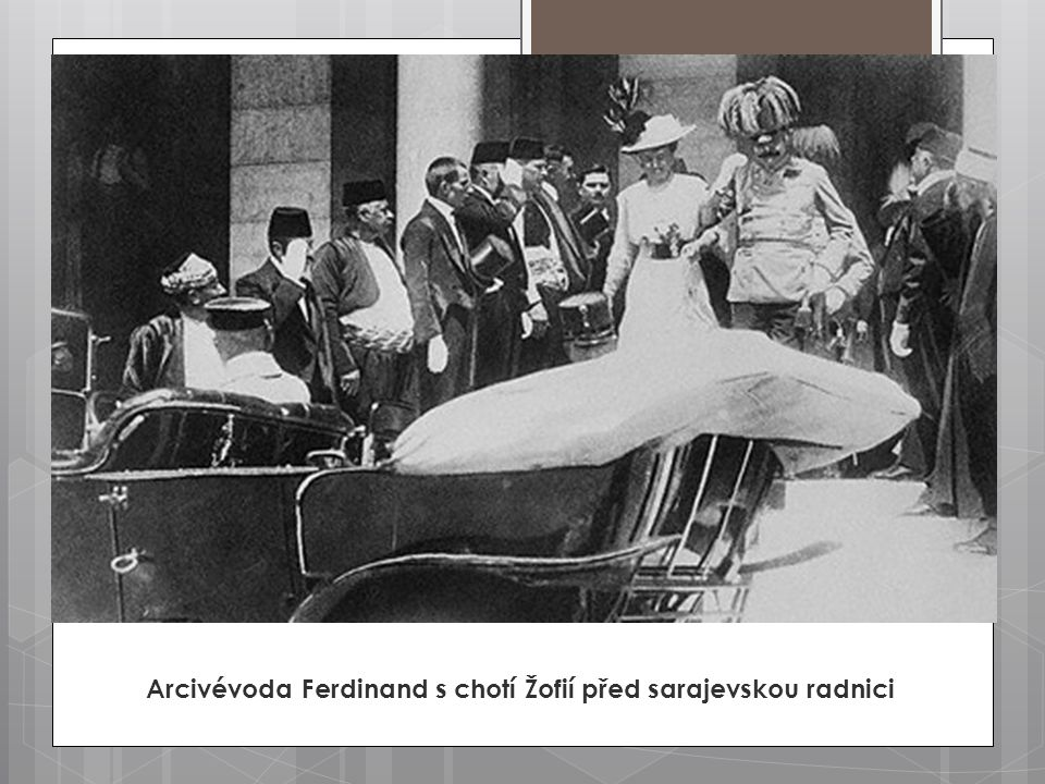 Arcivévoda Ferdinand s chotí Žofií před sarajevskou radnici