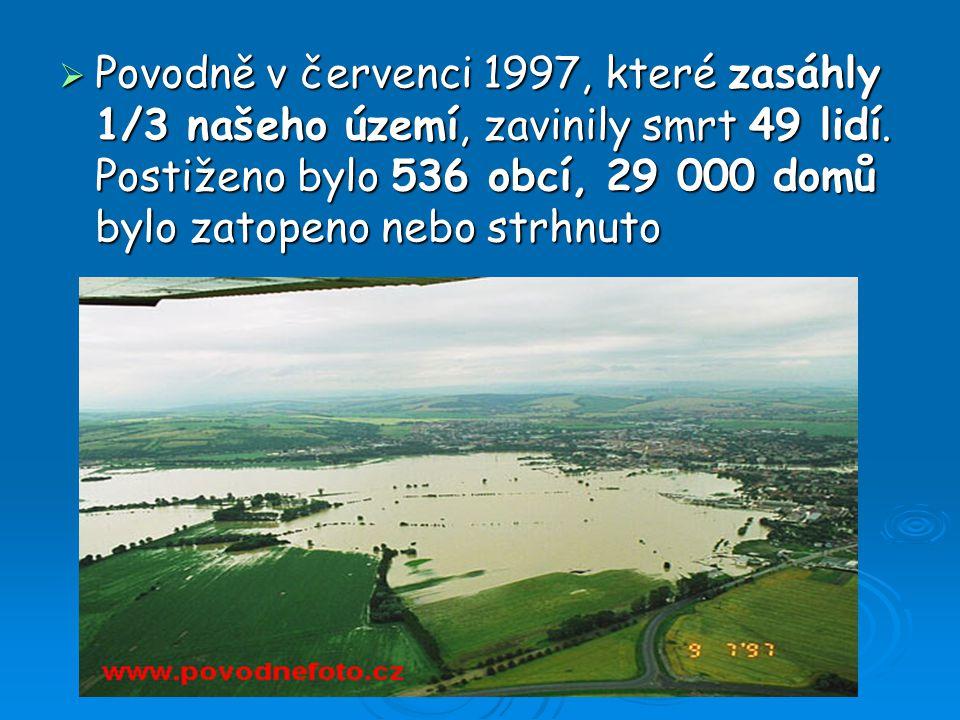 Povodně v červenci 1997, které zasáhly 1/3 našeho území, zavinily smrt 49 lidí.