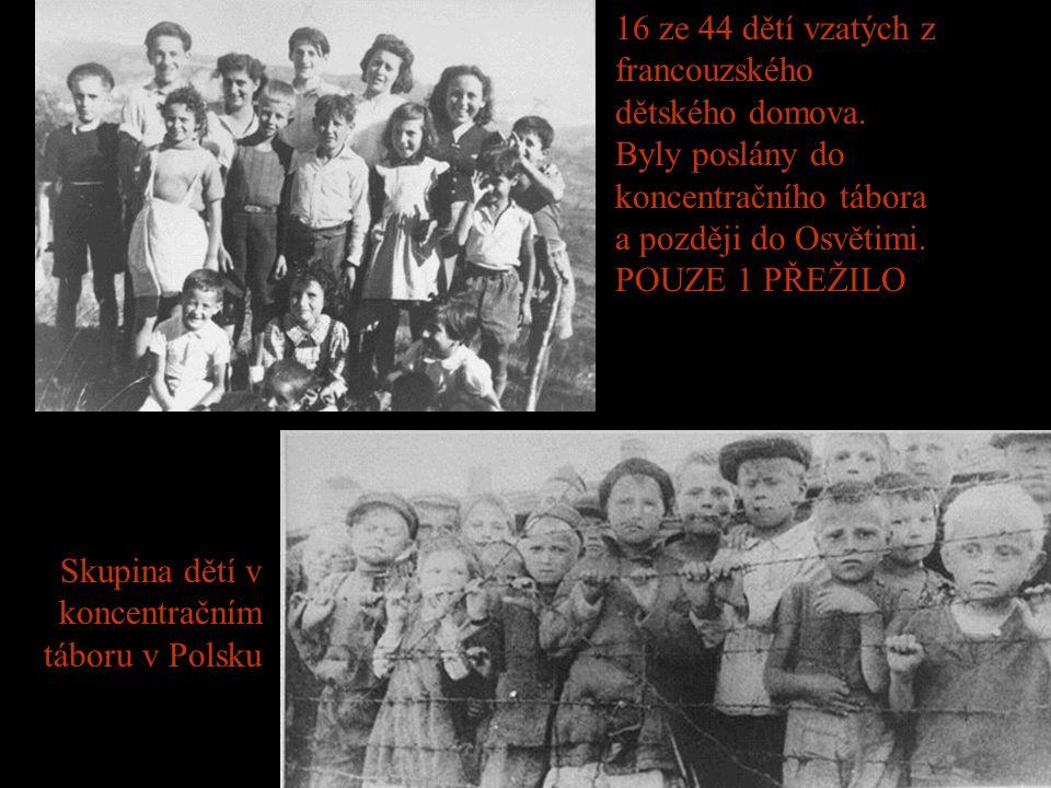 Skupina dětí v koncentračním táboru v Polsku