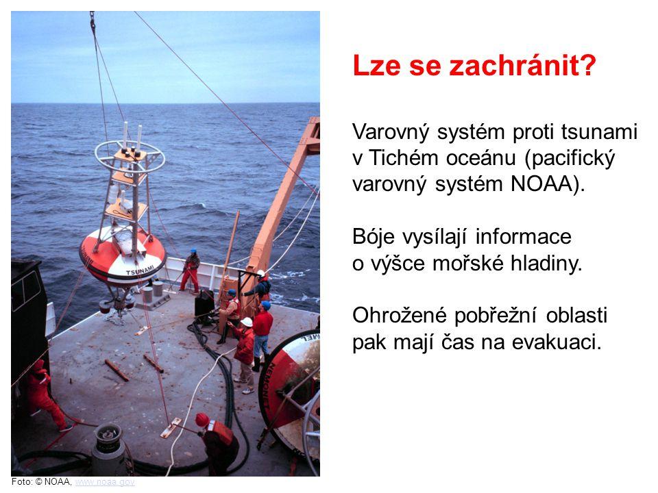 Lze se zachránit Varovný systém proti tsunami v Tichém oceánu (pacifický varovný systém NOAA). Bóje vysílají informace.