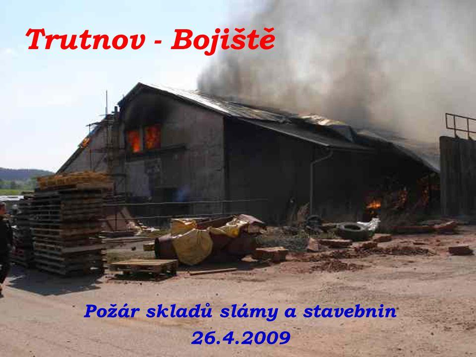 Požár skladů slámy a stavebnin 26.4.2009