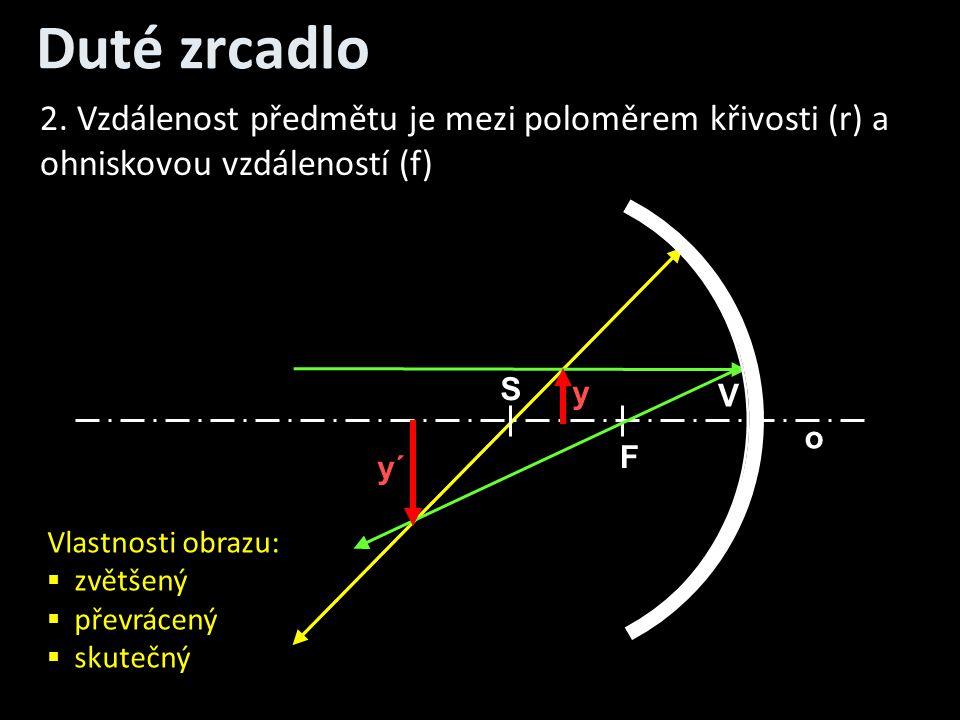 Duté zrcadlo 2. Vzdálenost předmětu je mezi poloměrem křivosti (r) a ohniskovou vzdáleností (f) S.