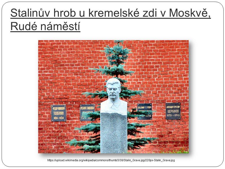 Stalinův hrob u kremelské zdi v Moskvě, Rudé náměstí