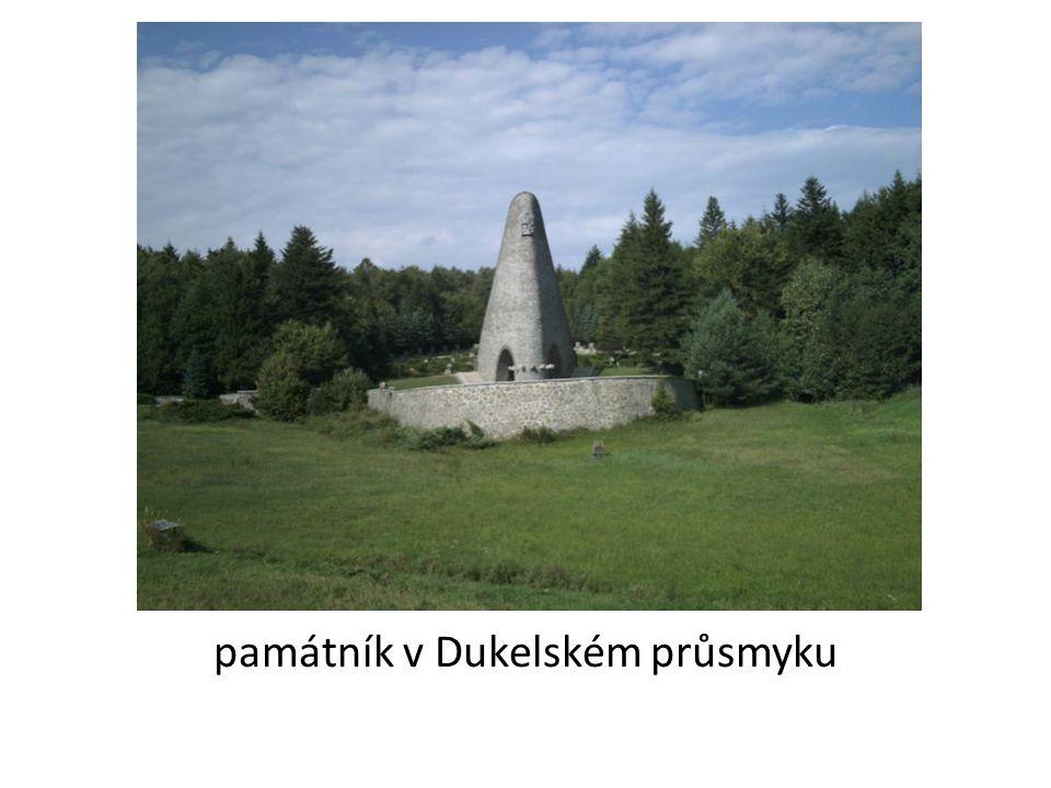 památník v Dukelském průsmyku