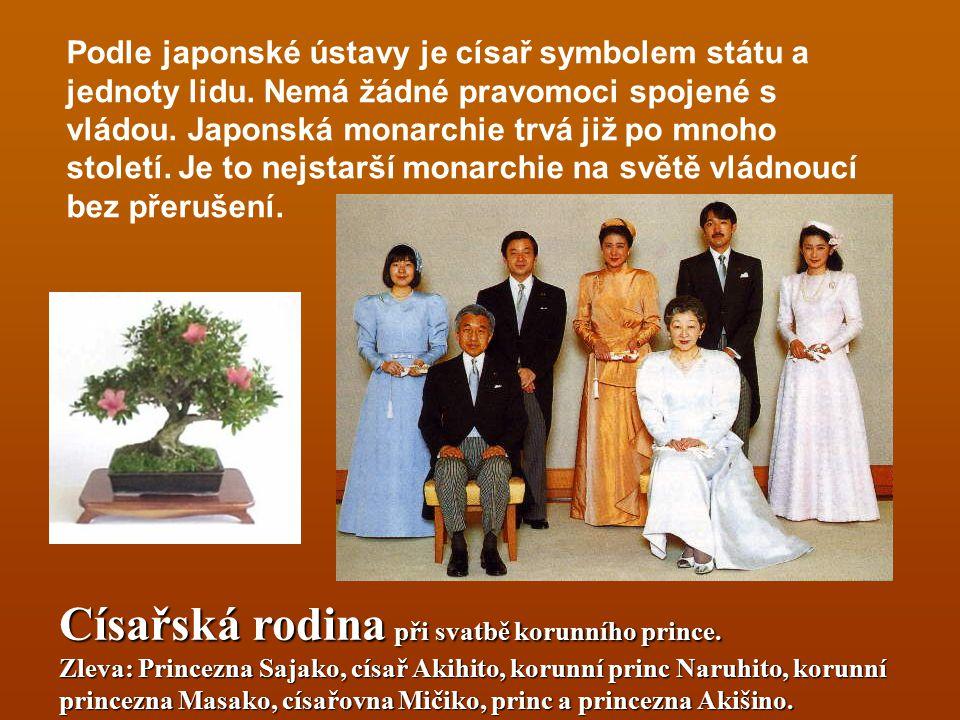 Podle japonské ústavy je císař symbolem státu a jednoty lidu