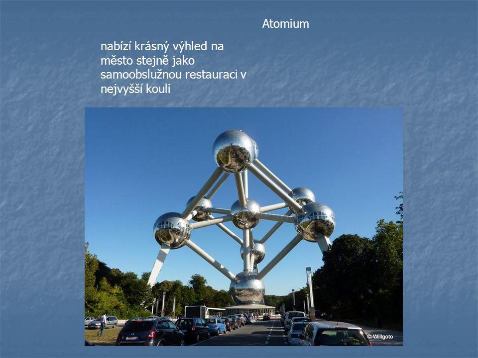 Atomium nabízí krásný výhled na město stejně jako samoobslužnou restauraci v nejvyšší kouli