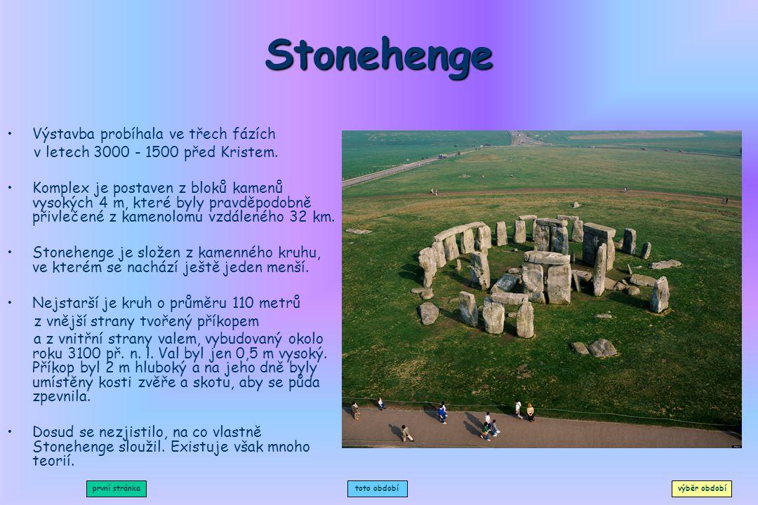 Stonehenge Výstavba probíhala ve třech fázích