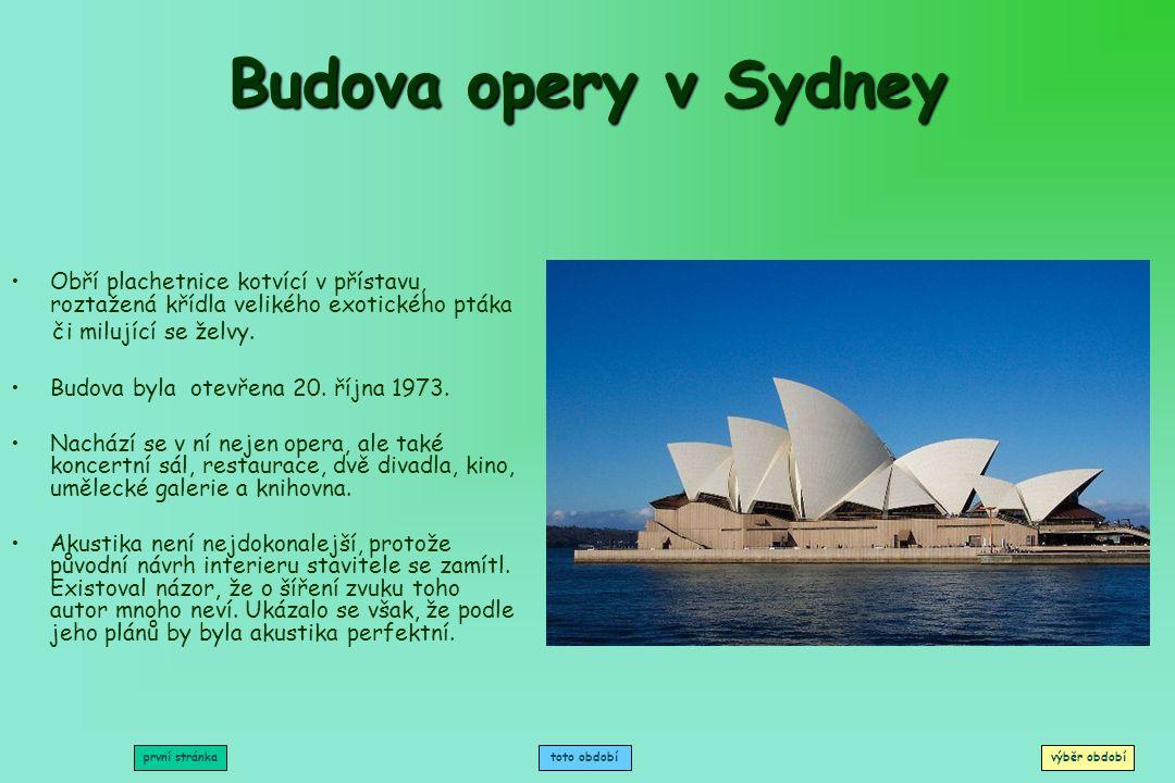 Budova opery v Sydney Obří plachetnice kotvící v přístavu, roztažená křídla velikého exotického ptáka.