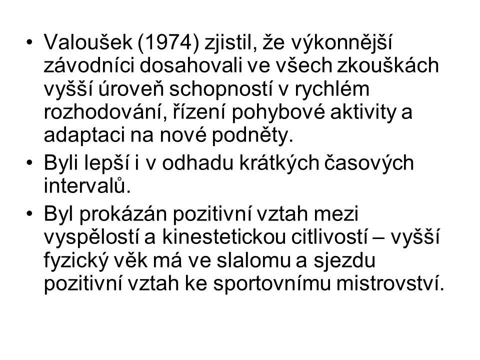 Valoušek (1974) zjistil, že výkonnější závodníci dosahovali ve všech zkouškách vyšší úroveň schopností v rychlém rozhodování, řízení pohybové aktivity a adaptaci na nové podněty.