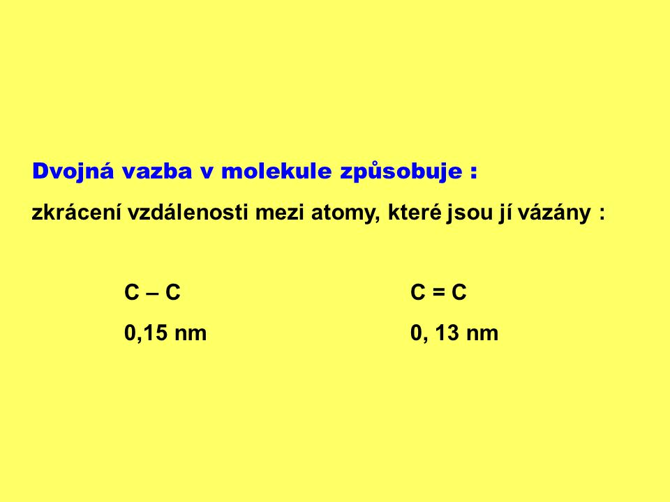 Dvojná vazba v molekule způsobuje :
