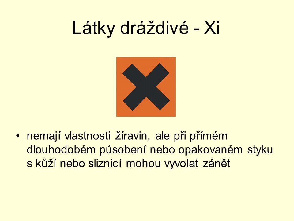 Látky dráždivé - Xi nemají vlastnosti žíravin, ale při přímém dlouhodobém působení nebo opakovaném styku s kůží nebo sliznicí mohou vyvolat zánět.