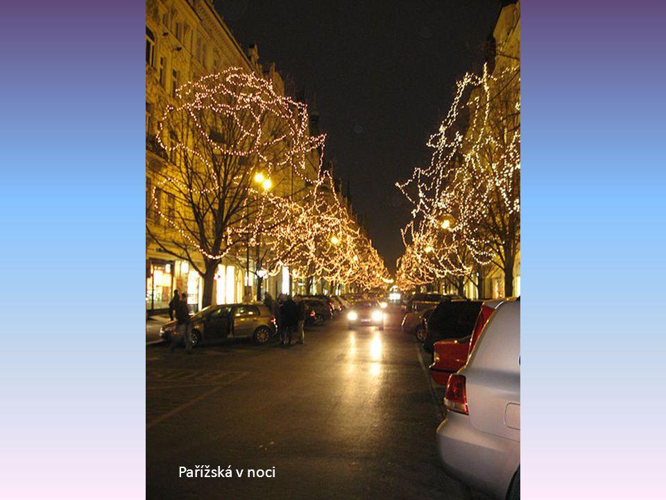 Pařížská v noci