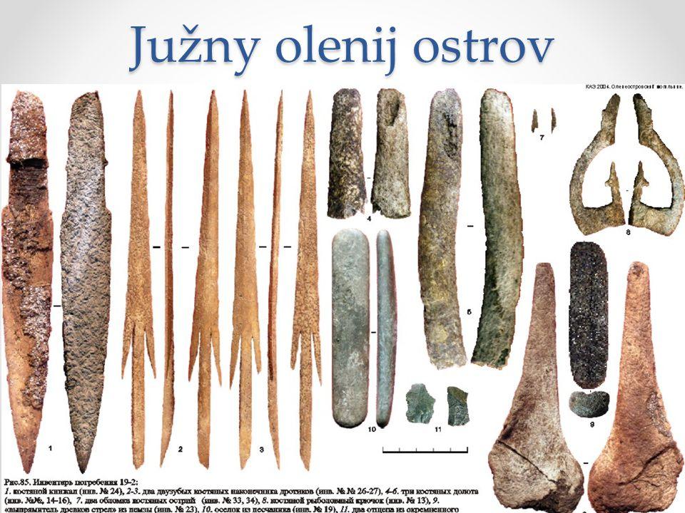 Južny olenij ostrov Jižní jelení ostrov, Karelie, Oněžské jezero – mezolitické pohřebiště zkoumané 1936-1938 (V. Ravdonikas). Datování kolem 5300 BC.