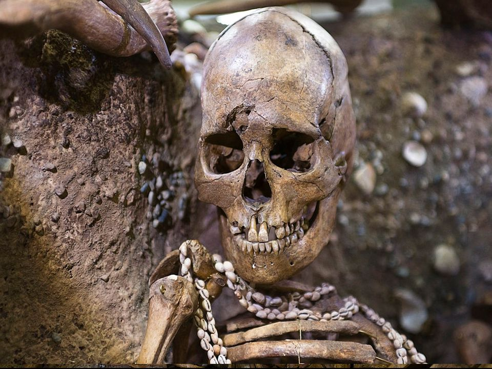 Mezolit ve Francii Bohaté mezolitické osídlení, častá sídliště pod převisy. Známé jsou také mezolitické pohřby.