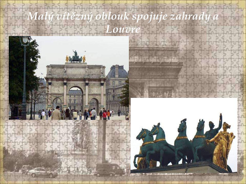 Malý vítězný oblouk spojuje zahrady a Louvre
