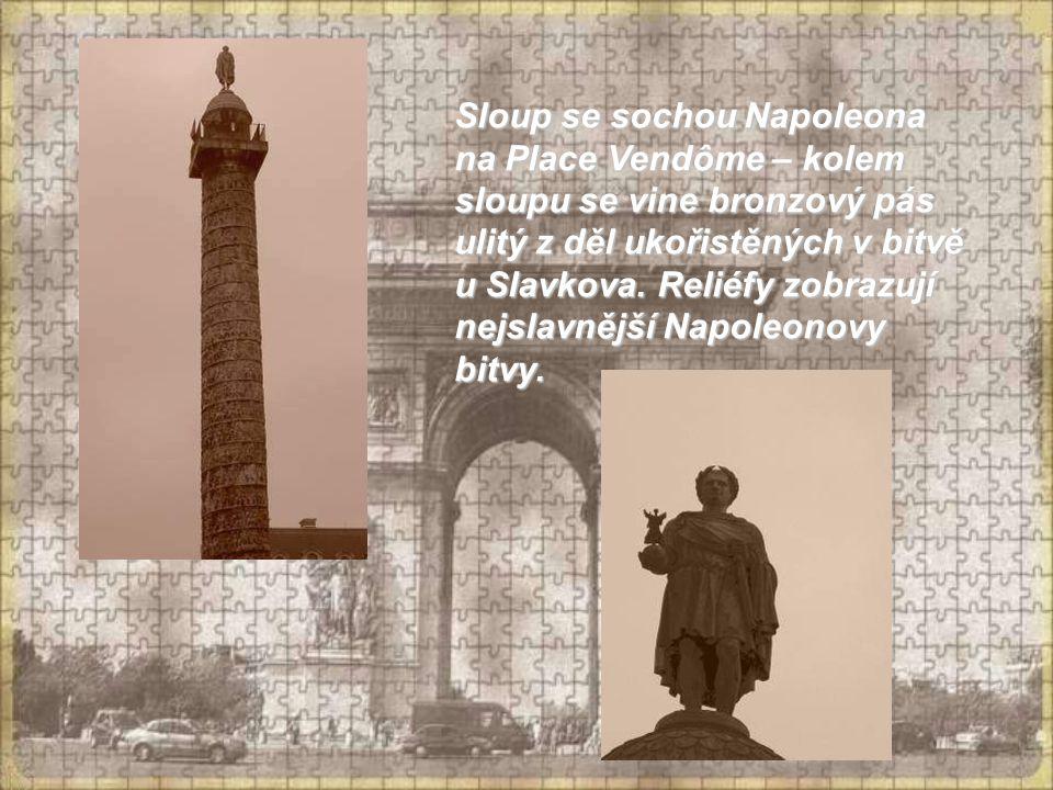 Sloup se sochou Napoleona na Place Vendôme – kolem sloupu se vine bronzový pás ulitý z děl ukořistěných v bitvě u Slavkova.