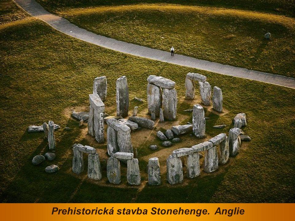 Prehistorická stavba Stonehenge. Anglie