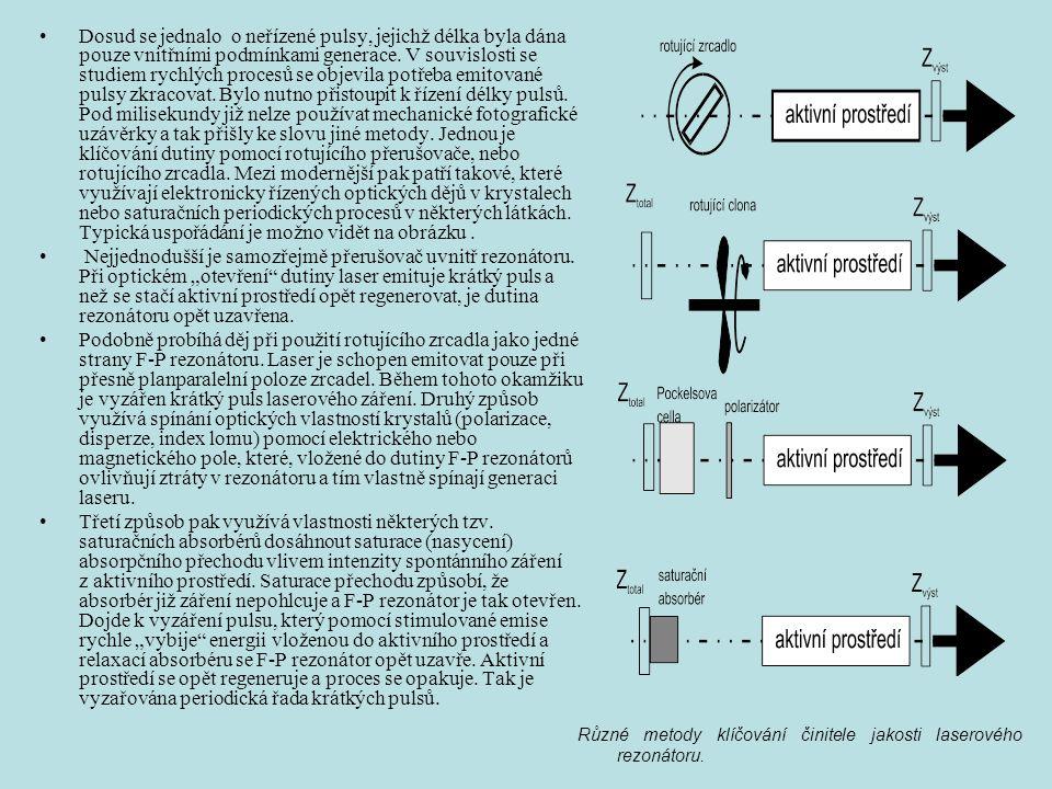 Dosud se jednalo o neřízené pulsy, jejichž délka byla dána pouze vnitřními podmínkami generace. V souvislosti se studiem rychlých procesů se objevila potřeba emitované pulsy zkracovat. Bylo nutno přistoupit k řízení délky pulsů. Pod milisekundy již nelze používat mechanické fotografické uzávěrky a tak přišly ke slovu jiné metody. Jednou je klíčování dutiny pomocí rotujícího přerušovače, nebo rotujícího zrcadla. Mezi modernější pak patří takové, které využívají elektronicky řízených optických dějů v krystalech nebo saturačních periodických procesů v některých látkách. Typická uspořádání je možno vidět na obrázku .