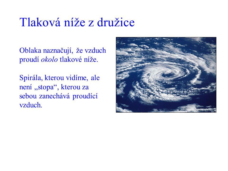 Tlaková níže z družice Oblaka naznačují, že vzduch proudí okolo tlakové níže.