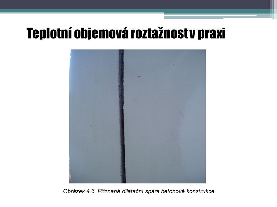 Obrázek 4.6 Přiznaná dilatační spára betonové konstrukce