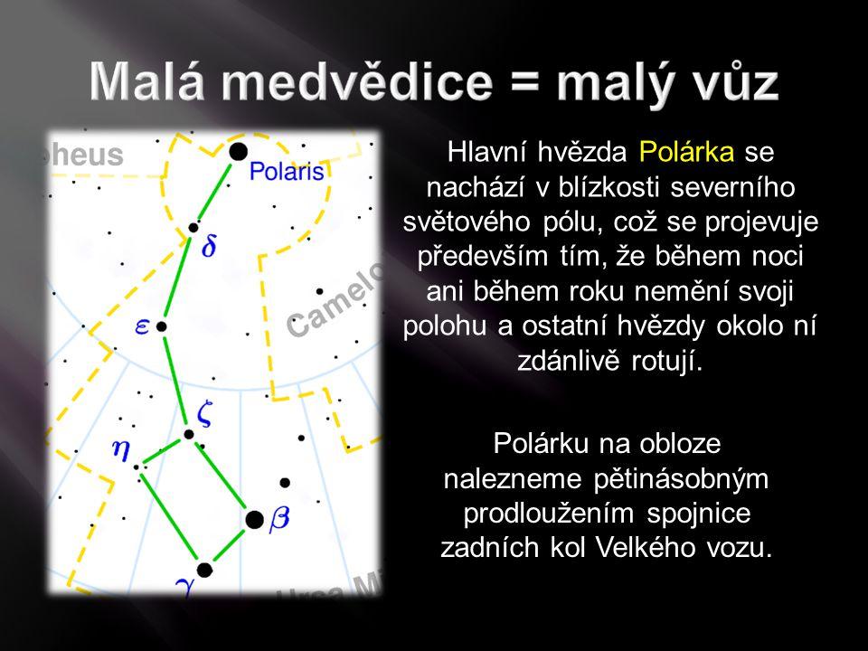 Hlavní hvězda Polárka se nachází v blízkosti severního světového pólu, což se projevuje především tím, že během noci ani během roku nemění svoji polohu a ostatní hvězdy okolo ní zdánlivě rotují.