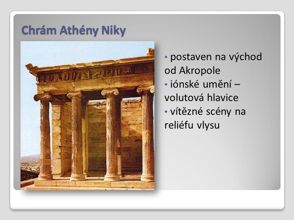 Chrám Athény Niky postaven na východ od Akropole